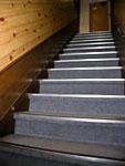 2階に登る階段。